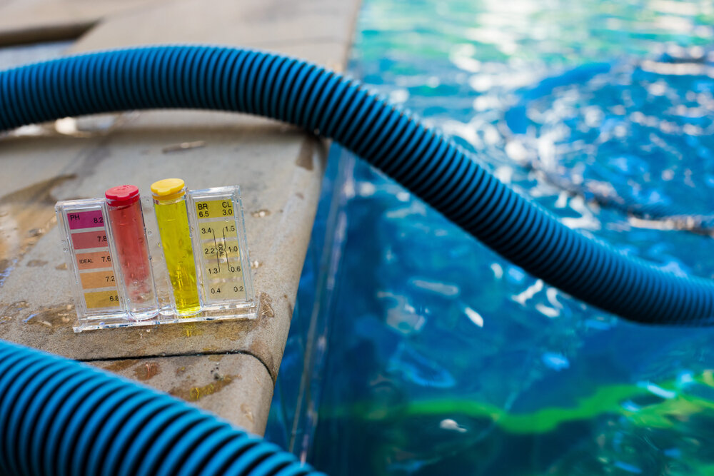 How to Clean Algae From Pool Without a Vacuum