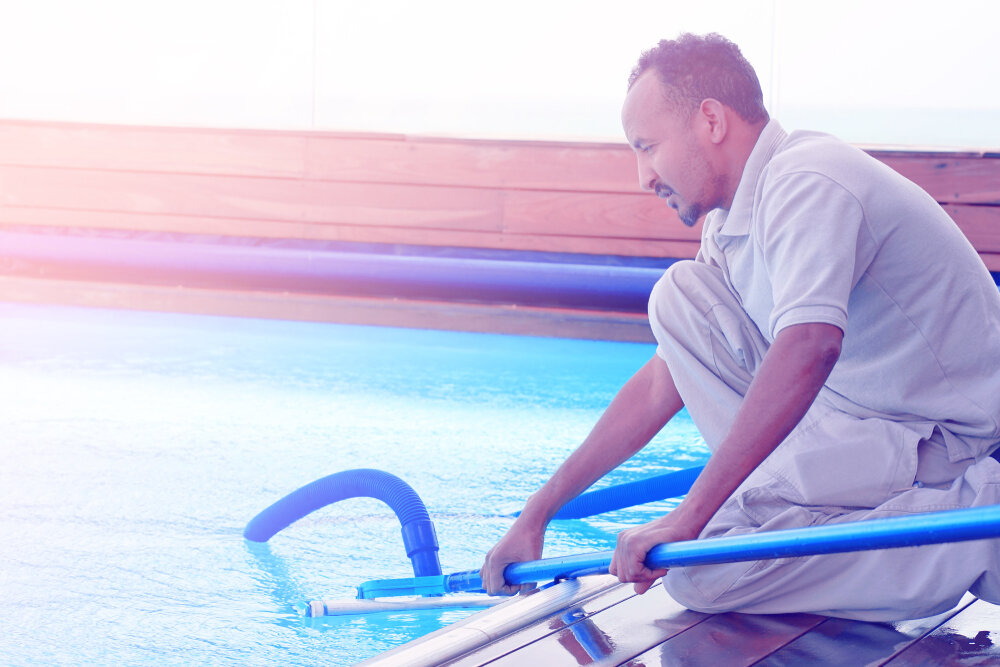 How to Vacuum Algae Out Of a Pool
